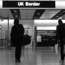1280px-UK_Border_Heathrowbw
